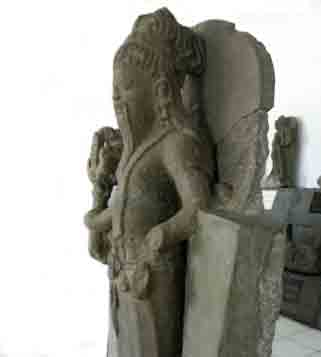 The study of slender Agastya statue in the Mpu Purwa Museum collection, Malang City